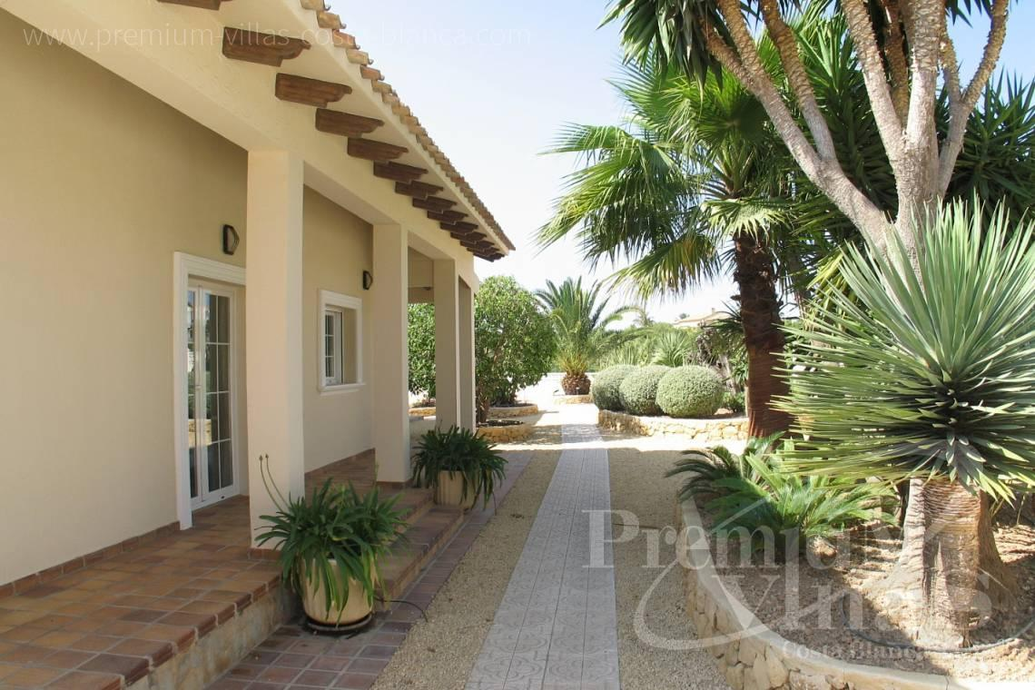 - C1075 - Villa set on a flat plot of 4500sqm close to supermarkets 5