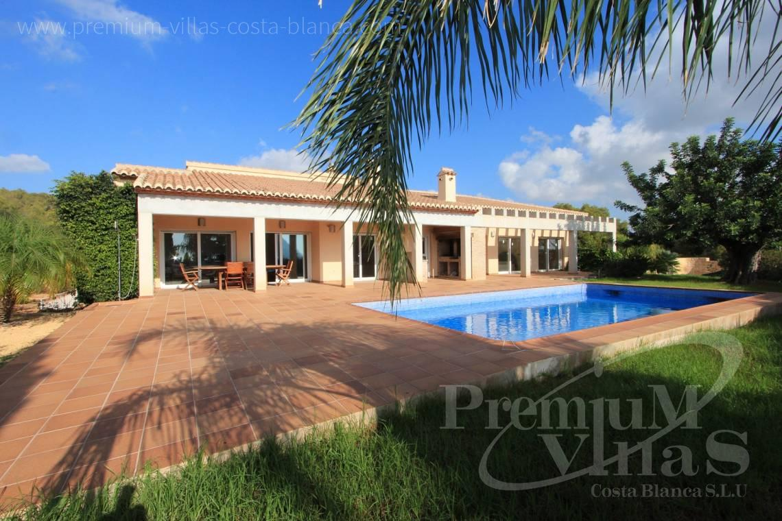 House villa for sale Calpe Costa Blanca - C1700 - Spacious villa in Calpe for sale near the center 1