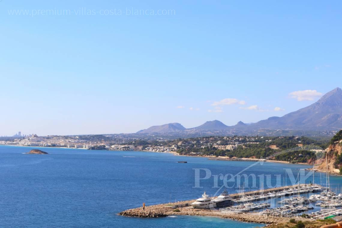 - A0585 - Penthouse with 4 bedrooms, completely renovated with spectacular terrace and stunning sea views 17