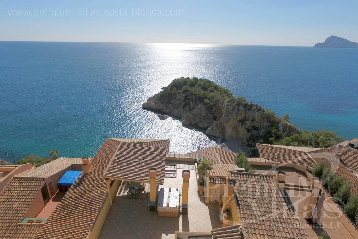 - A0585 - Penthouse with 4 bedrooms, completely renovated with spectacular terrace and stunning sea views 2