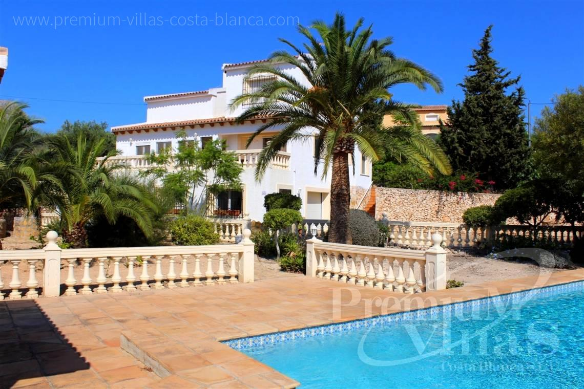 House villa for sale Calpe Costa Blanca - C2215 - Villa in Calpe with 4 bedrooms, just 5 minutes from the beach, shops and restaurants. 24