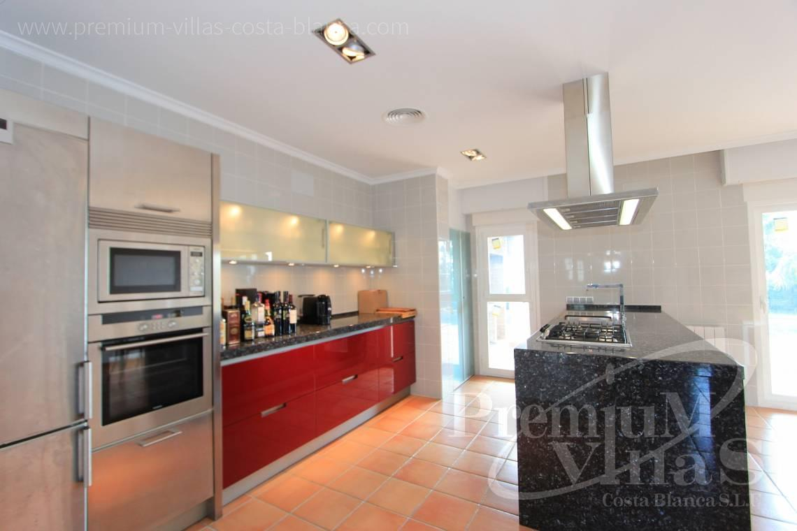 - C1700 - Spacious villa in Calpe for sale near the center 24