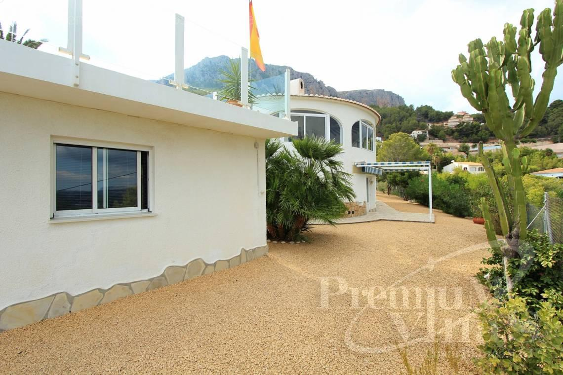 - C1999 - Villa with nice sea view and guest apartment 9
