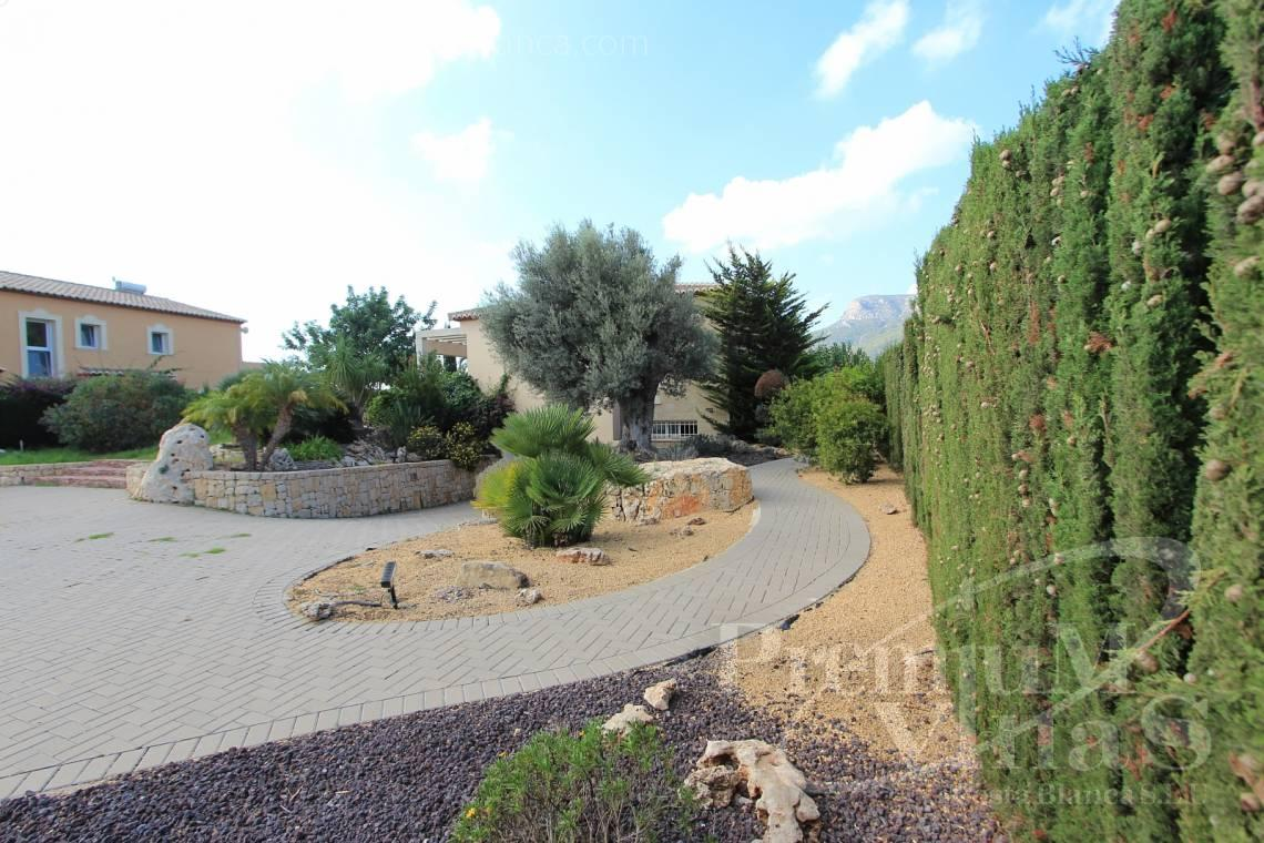 buy villa house Calpe Costa Blanca Spain - C1700 - Spacious villa in Calpe for sale near the center 4