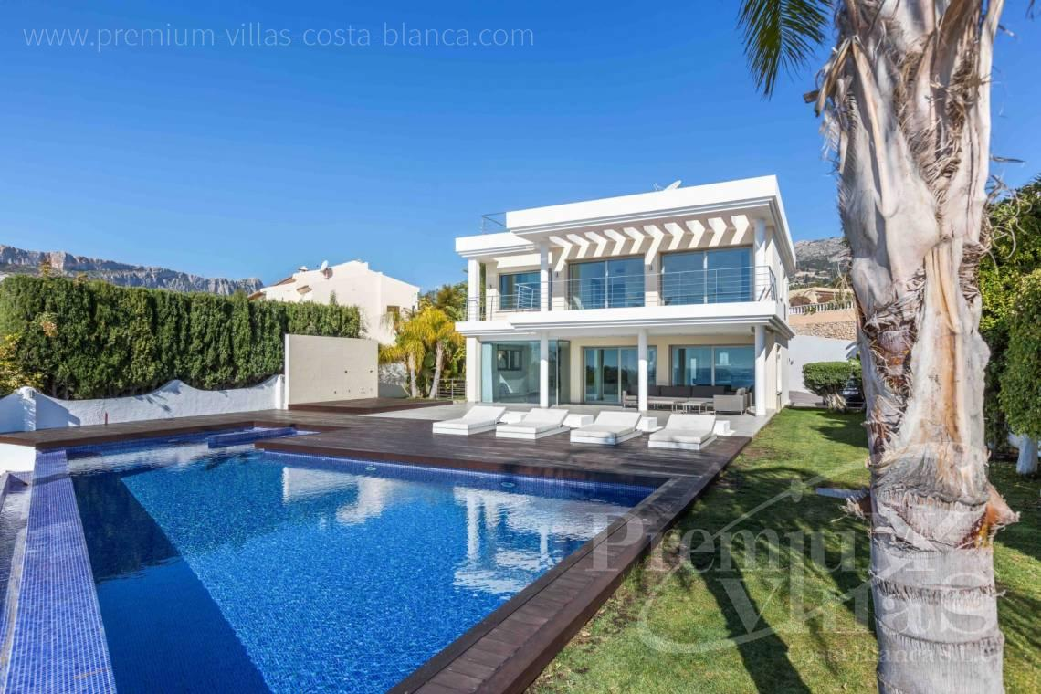 - C1919 - Modern villa at the first sea line of Calpe 37