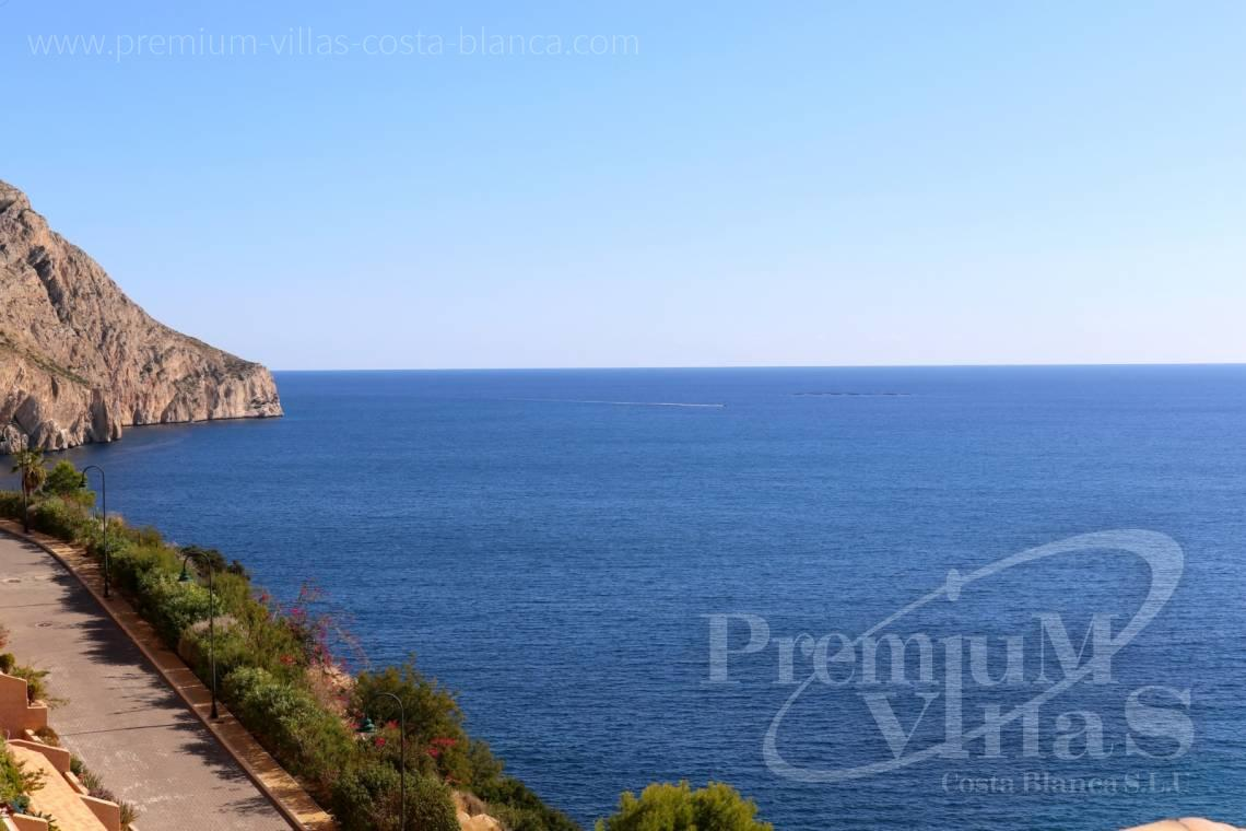 - A0585 - Penthouse with 4 bedrooms, completely renovated with spectacular terrace and stunning sea views 20