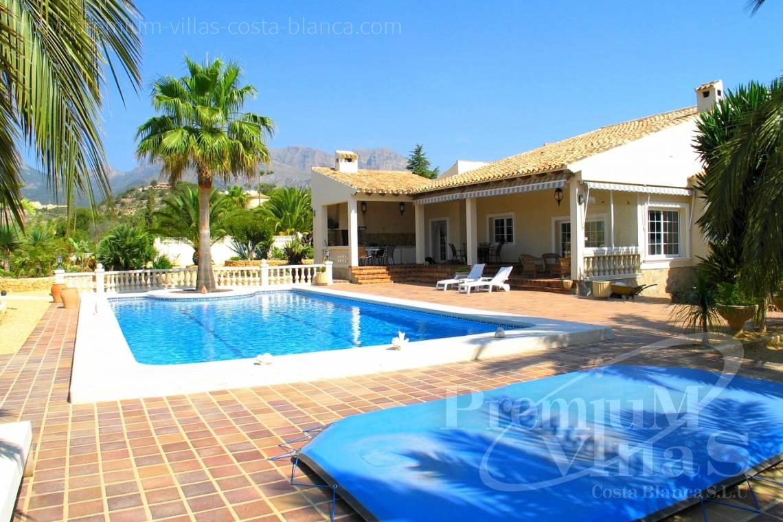 buy villa house with private swimming pool Costa Blanca Spain - C1075 - Villa set on a flat plot of 4500sqm close to supermarkets 3