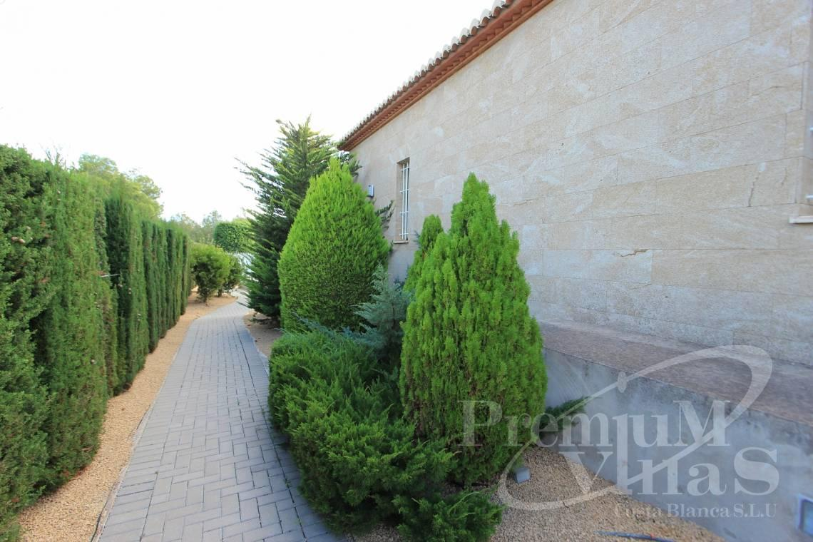 - C1700 - Spacious villa in Calpe for sale near the center 9