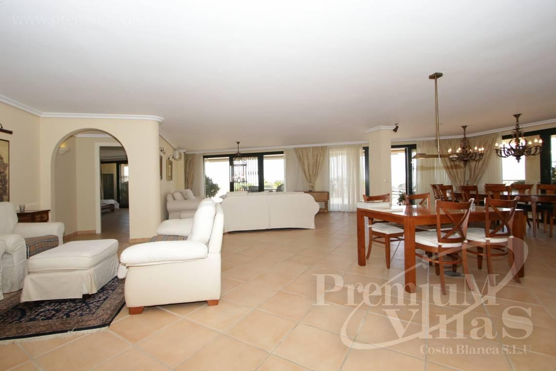 - A0527 - Very spacious apartment with a 162 sqm terrace and fantastic sea views 8